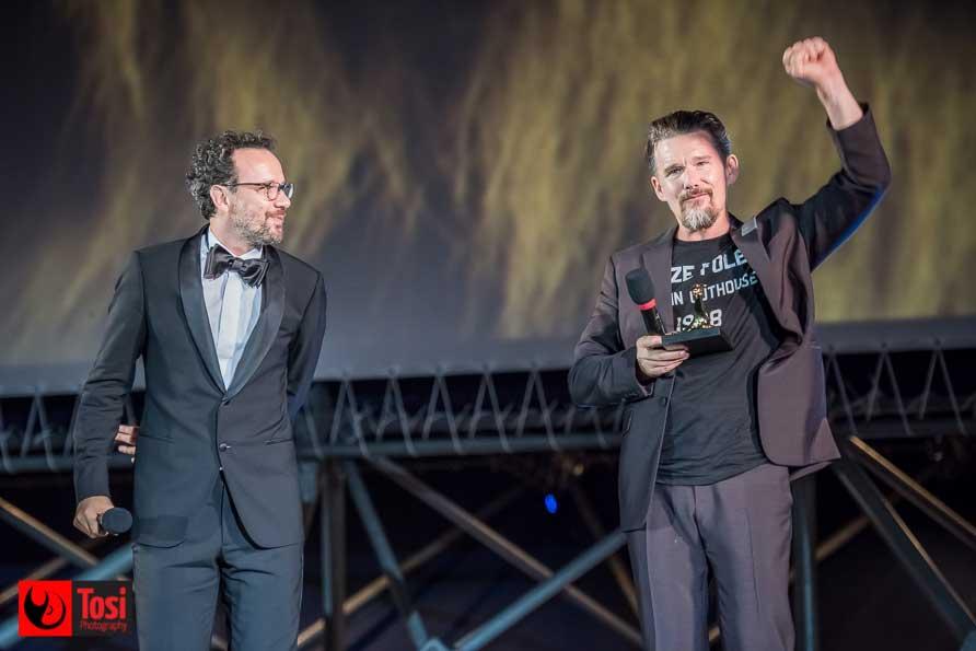 Carlo Chatrian e Ethan Hawke in Piazza Grande a Locarno - Tosi Photography