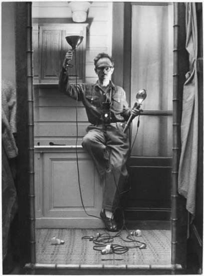 Willy Ronis, Autoportrait aux flashes, Paris, 1951