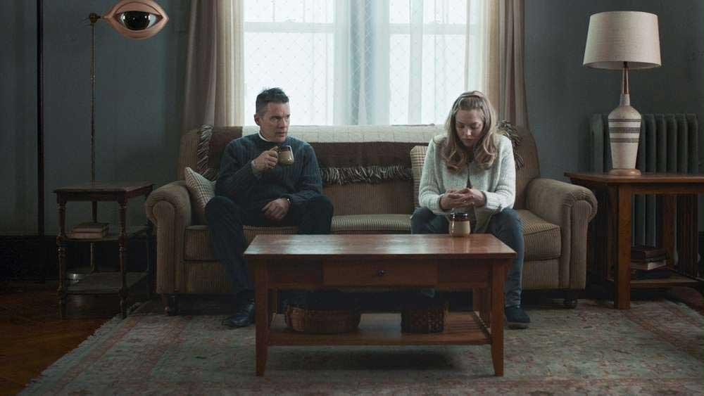 Ethan Hawke e Amanda Seyfried in una scena del film First Reformed - Photo: courtesy of Locarno Festival