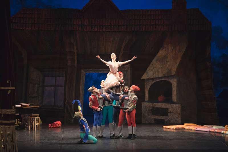 Ponte dei Morti al Manzoni col Balletto Ucraino