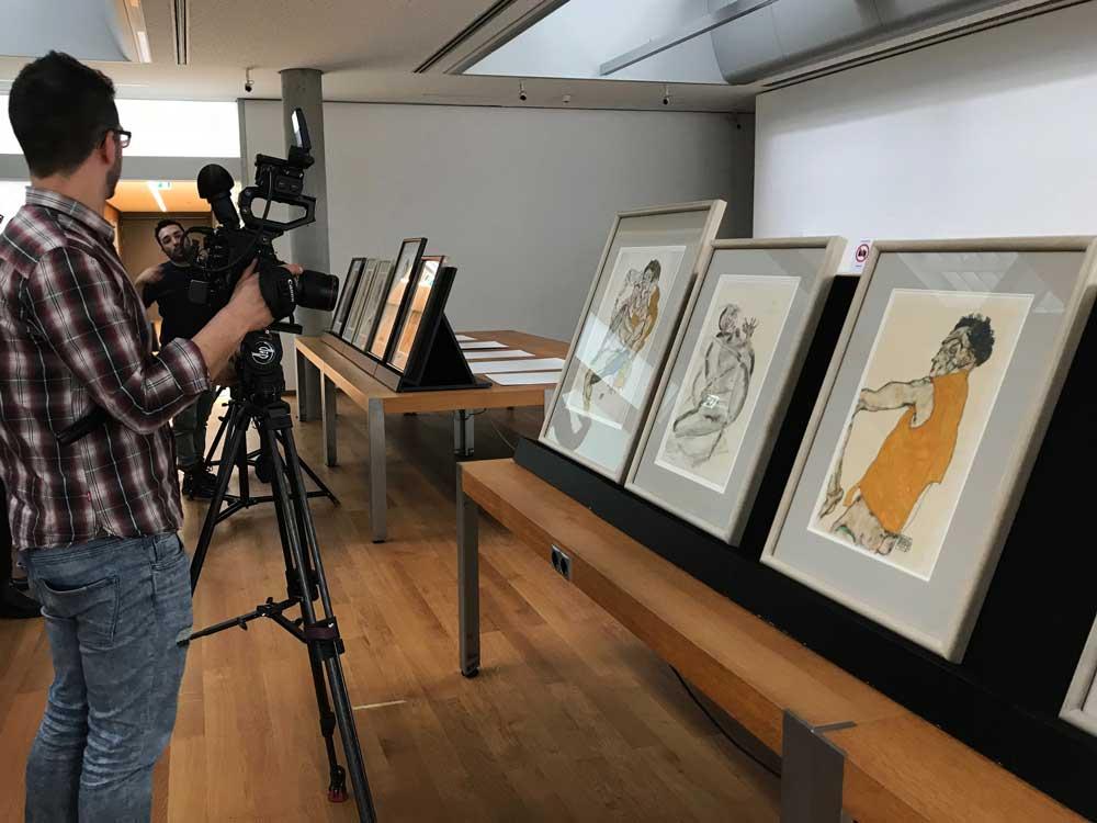 il backstage del film Klimt e Schiele Eros e Psiche: Vienna, Albertina. Mateusz Stolecki, direttore della fotografia - Photo: courtesy of Nexo Digital