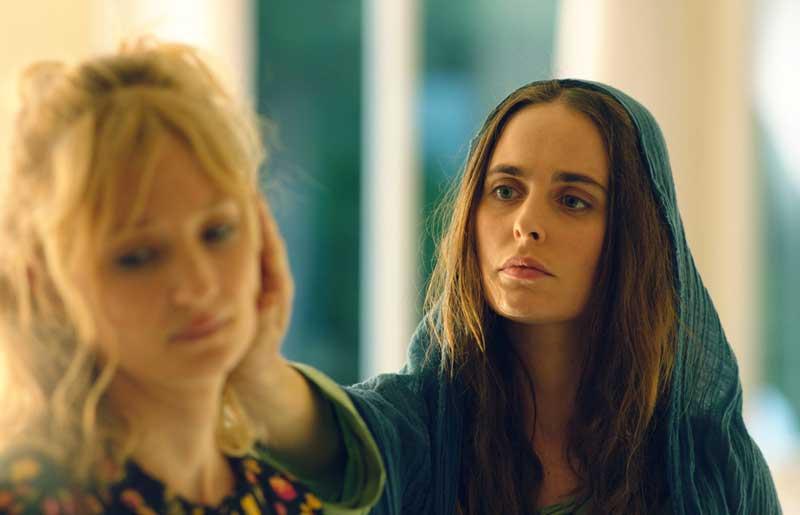 Alba Rohrwacher e Hadas Yaron in una scena del film Troppa Grazia - Photo by Emanuela Scarpa