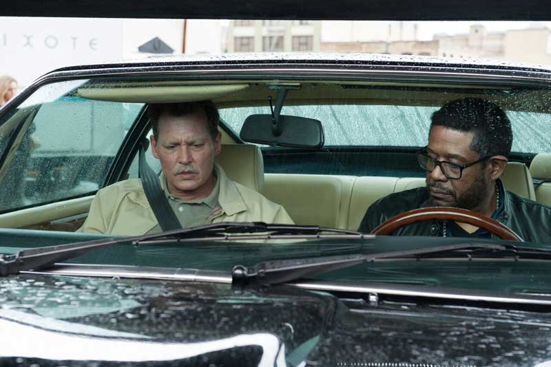 Johnny Depp e Forest Whitaker in una scena del film City of lies - Photo: courtesy of Notorious Pictures