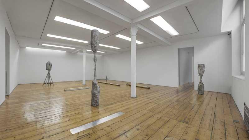 """Giorgio Andreotta Calò. Veduta della mostra, """"La scultura lingua morta III"""", Sprovieri Gallery, Londra, 2015. Courtesy Sprovieri Gallery, Londra. Foto: Riccardo Abate"""