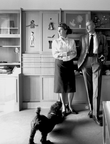 Marinella e Giovanni Pirelli nella casa di Varese,Fotografia Ugo Mulas © Eredi Ugo Mulas