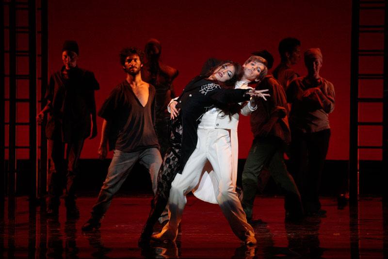 Un momento dello spettacolo al Teatro nel 2009 @ Rocco Casaluci