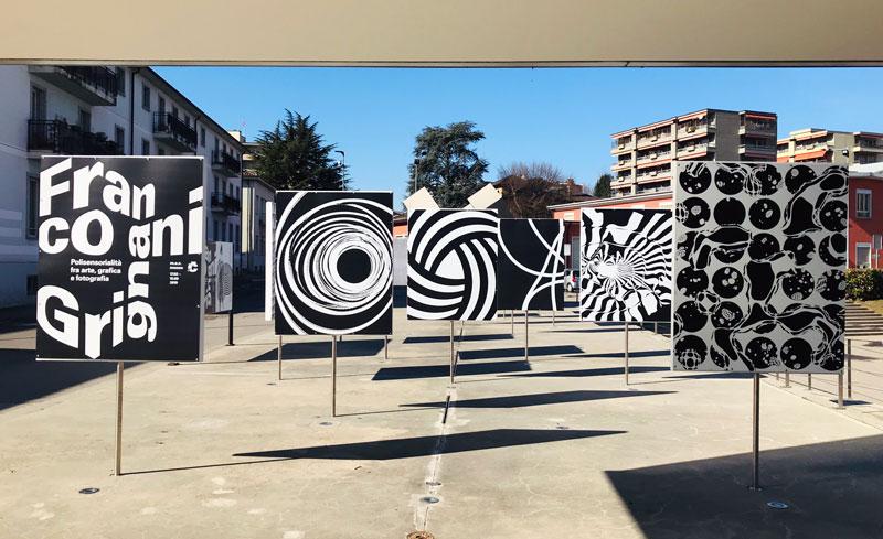 L'ingresso del m.a.x. museo con i pannelli dedicati a Franco Grignani - Photo by MaSeDomani