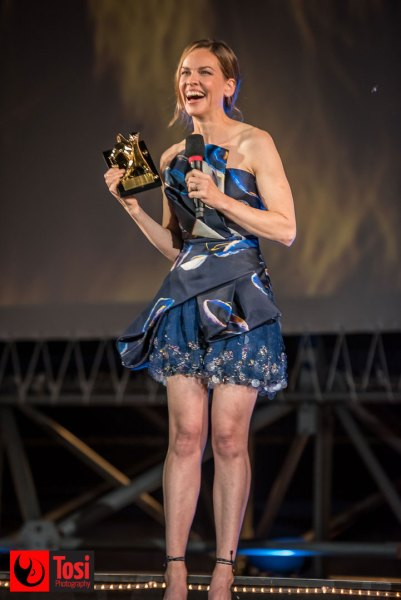 Hilary Swank riceve il Leopard Club Award 2019 © Tosi Photography