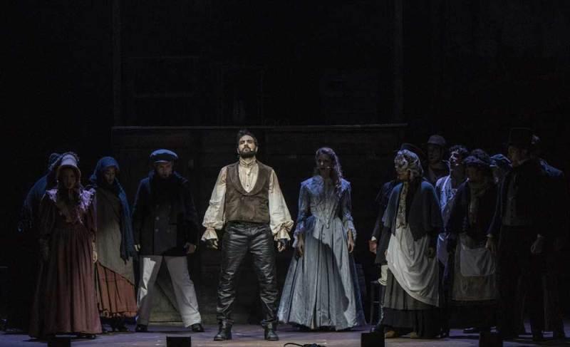 Una scena del musical Sweeney Todd - Foto di Marco Borrelli