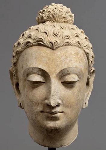 Alla scoperta della mostra INDIA ANTICA. Nella foto: Testa del Budda, Gandahara, Taxila (?), IV°-V° secolo d.C., stucco, 50 cm.