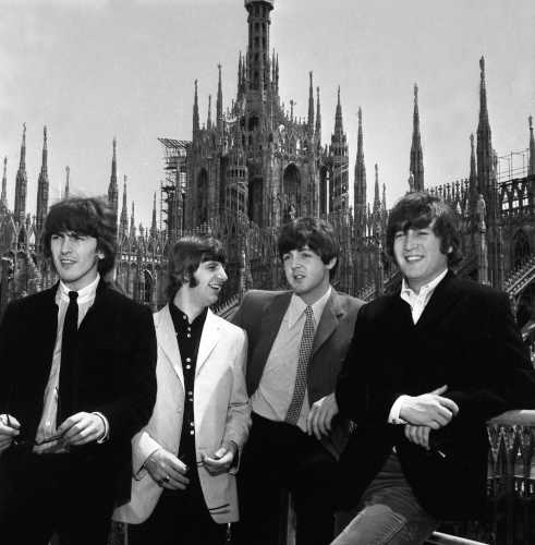I Beatles sul tetto del Duomo © Archivi Farabola. Dalla mostra Milano Anni 60, tra le mostre aperte il 26 dicembre.
