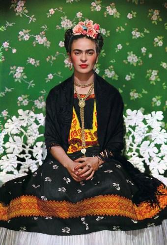 Una delle immagini in mostra: Frida Kahlo, White Bench © Nickolas Muray Photo Archive