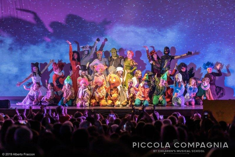 Il ragazzi della Piccola Compagnia durante Shrek il Musical Jr. Photo: Alberto Fraccon.