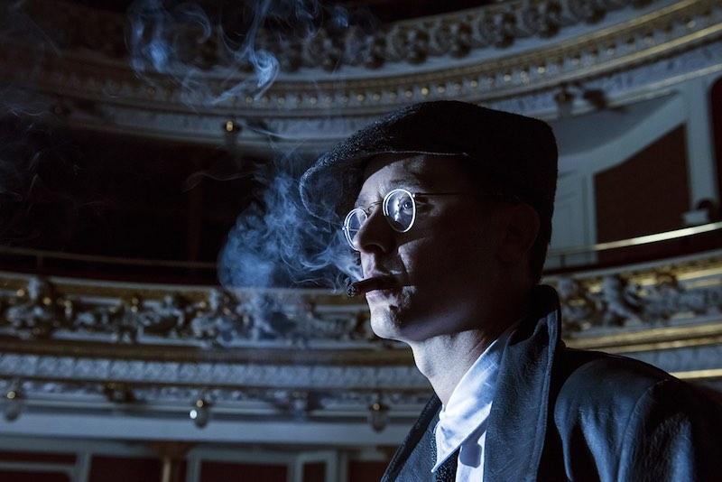 Tom Schilling è il giovane BERTOLT BRECHT nella miniserie di Heinrich Breloer. Foto: Stefan Falke.