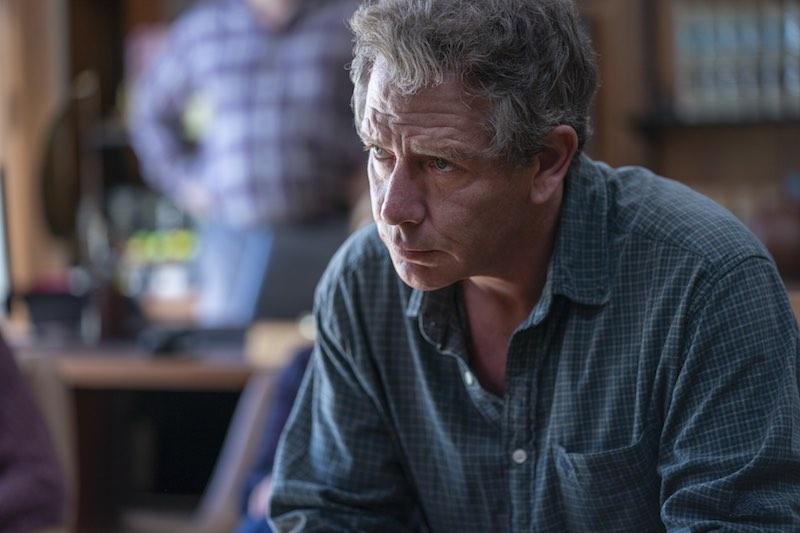 Ben Mendelsohn in una scena di The Outsider