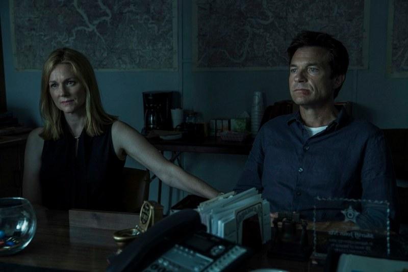 Laura Linney e Jason Bateman in una scena della serie OZARK. Photo: Jackson Davis/Netflix.
