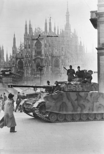 panzer in piazza duomo