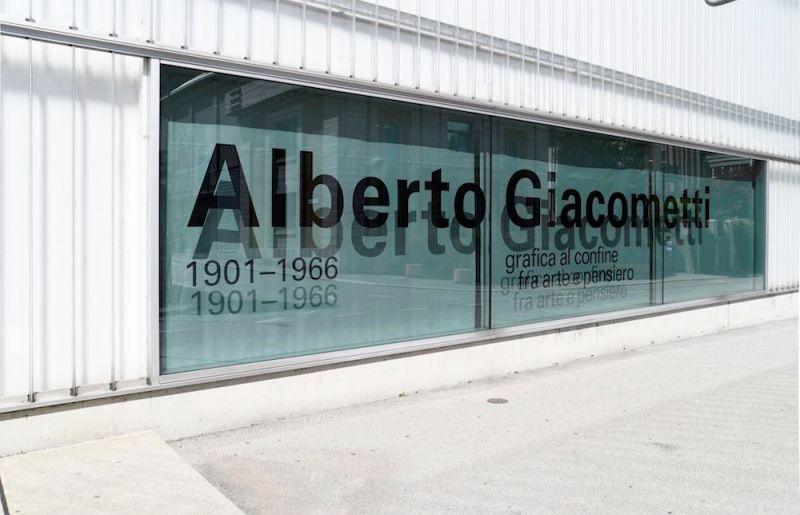 mostra Alberto Giacometti esterno max museo Chiasso. Foto di Carlo Pedroli.