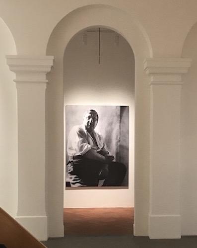 Il ritratto di André Derain, per mano di Rogi André, del 1928 che ci accoglie all'ingresso della mostra a Mendrisio. Photo: MaSeDomani.Il ritratto di André Derain, per mano di Rogi André, del 1928 che ci accoglie all'ingresso della mostra a Mendrisio. Photo: MaSeDomani.