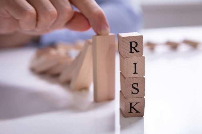5 risks of airbnb real estate investing | mashvisor