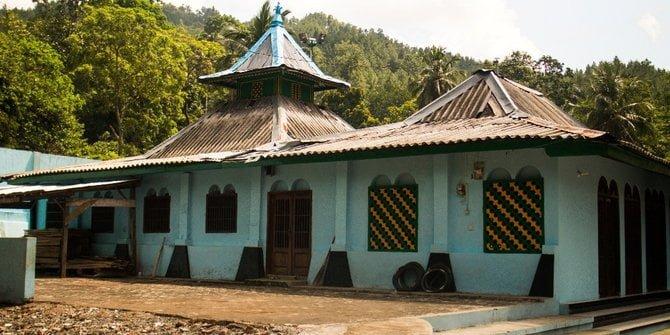 Masjid Saka Tunggal, di daerah Wangon, Banyumas, Jawa Tengah