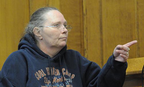 Deborah Harris identifies Eric Knysz in the courtroom.