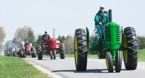 west_michigan_old_engine_club_tractor_ride_051814_1