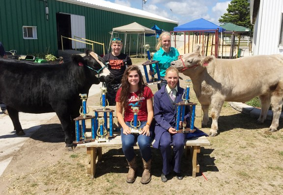 Front row, from left: Erin Wittlieff, champion homegrown; Faith Whitaker, champion overall female. Back: Ryan Crawford, reserve overall, champion cow/calf pair, reserve steer homegrown; Paige Whitaker, champion overall steer.