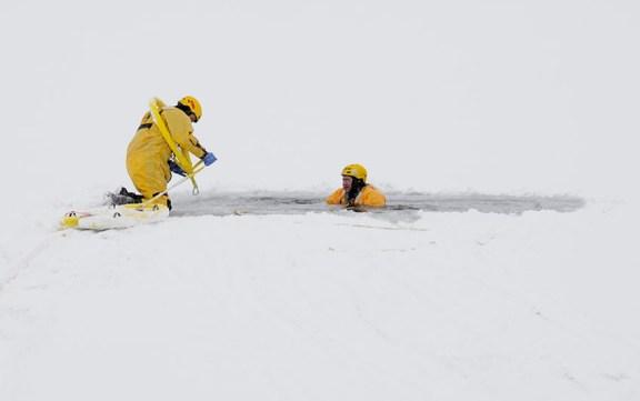riverton_fire_dept_ice_rescue_training_oxbow_lake_011716