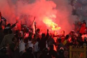 عنف الجزائريين ضد المصريين بسبب احداث مباراة مصر والجزائر