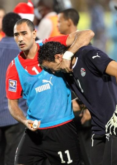 بكاء عصام الحضري بعد مباراة مصر والجزائر