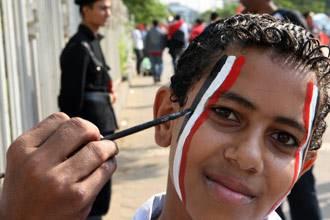 مباراة مصر والجزائر: داحس والغبراء | نقل مباشر من شوارع القاهرة | فيديو