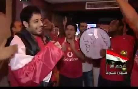 محمد حماقي : اي جزائري اعتدى على المصريين ومش بيحترم مصر ياخد بالجزمة | فيديو