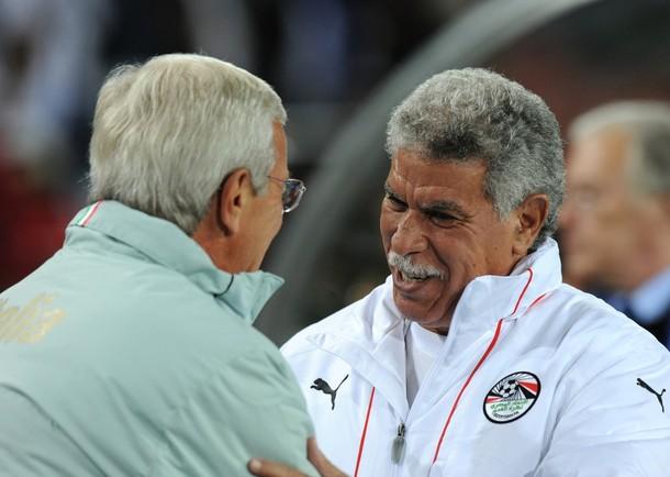 حسن شحاتة يعرض برنامج كأس الأمم الافريقية انجولا 2010