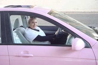 بنات سائقات تاكسي في مصر زبائنهم رجال ونساء