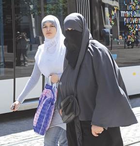 قرار منع النقاب في الجامعات ومنع المنتقبات من دخول الامتحانات بالنقاب