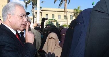 هاني هلال للمنقبات : بصوا يا بنات اذا كنتم بنات اصلاً