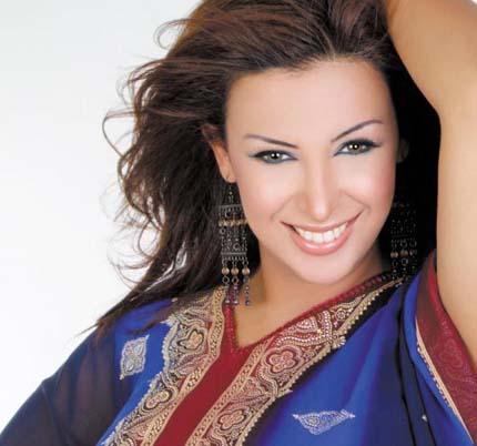 شاهيناز تغني بالحجاب   شاهيناز : صوت المرأة مش عورة