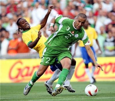 قبل مباراة الجزائر ومالي انقسام في صفوف المنتخب الجزائري | انجولا 2010