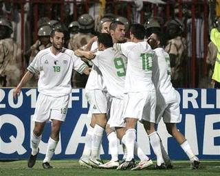 كيف صعد منتخب الجزائر الى دور الثمانية   انجولا 2010