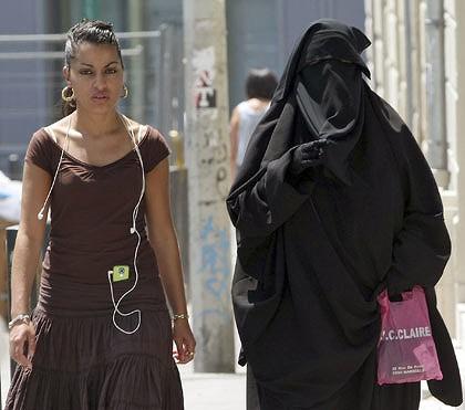 امام مسجد : النقاب اساءة للاسلام ولا مكان له في فرنسا