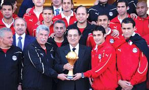 بلاتر و حياتو: غياب المنتخب المصري عن المونديال خسارة كبيرة