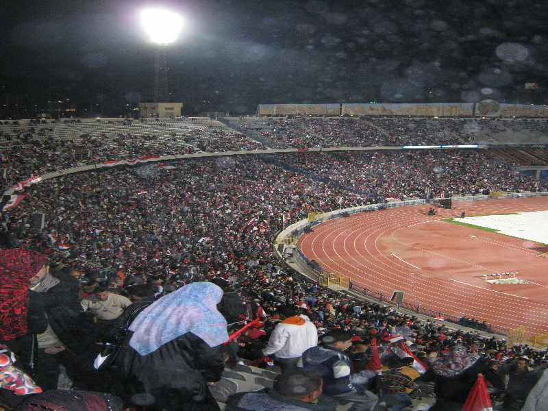 مطالبة جماهير مباراة مصر وانجلترا 2010 بمؤازرة تيري صاحب الفضيحة الجنسية