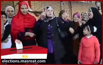 رقص بنت شابة مع ابيها على اغنية تسلم الايادي بيوم استفتاء الدستور
