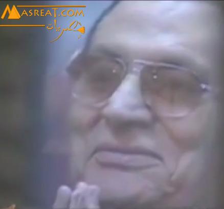 بالفيديو مبارك يضحك في قفص المحاكمة شاهد السبب