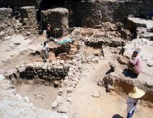 انتشال جثث ضحايا الآثار من تحت أنقاض عقار نزلة السمان