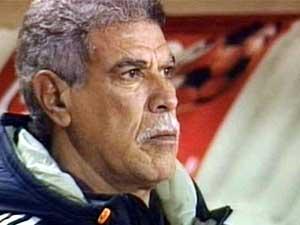حسن شحاتة يرفض تأجيل الدوري المصري