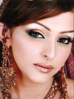 نصائح للعروس .. مكياج عرايس لامع وشفاف