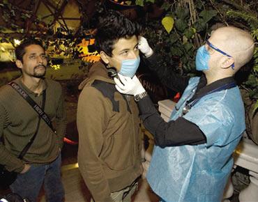 وزير الصحة : فصيل جديد من فيروس انفلونزا الخنازير قابل للتحور