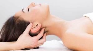 massaggiare i muscoli sub-occipitali